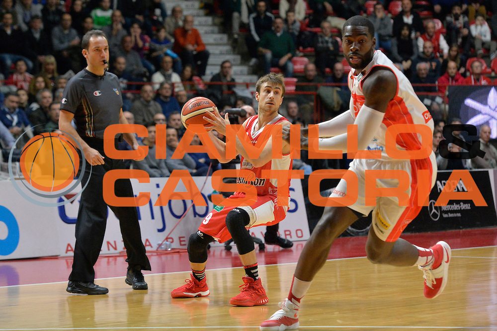 Andrea De Nicolao<br /> Openjobmetis Pallacanestro Varese - Grissin Bon Pallacanestro Reggio Emilia<br /> Lega Basket Serie A 2016/2017<br /> Varese, 11/12/2016<br /> Foto Ciamillo-Castoria