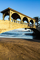Ponte dos Suspiros, na Praia Central. Itapema, Santa Catarina, Brasil. / Suspiros Bridge, at Central Beach. Itapema, Santa Catarina, Brazil.