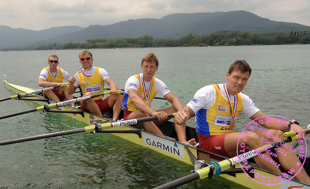 (L-R) KONRAD WASIELEWSKI & MAREK KOLBOWICZ & MICHAL JELINSKI & ADAM KOROL (ALL POLAND) POSES WITH GOLD MEDALS AFTER THEIR VICTORY AT MEN'S QUADRUPLE SCULLS DURING DAY 3 FISA ROWING WORLD CUP ON ESTANY LAKE IN BANYOLES, SPAIN...BANYOLES , SPAIN , MAY 31, 2009..( PHOTO BY ADAM NURKIEWICZ / MEDIASPORT )..PICTURE ALSO AVAIBLE IN RAW OR TIFF FORMAT ON SPECIAL REQUEST.