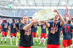 28.05.2017, Red Bull Arena, Salzburg, AUT, 1. FBL, FC Red Bull Salzburg vs Cashpoint SCR Altach, 36. Runde, im Bild Christian Schwegler (FC Red Bull Salzburg), Stefan Stangl (FC Red Bull Salzburg) mit dem Meisterteller // during Austrian Football Bundesliga 36th round Match between FC Red Bull Salzburg and Cashpoint SCR Altach at the Red Bull Arena, Salzburg, Austria on 2017/05/28. EXPA Pictures © 2017, PhotoCredit: EXPA/ JFK