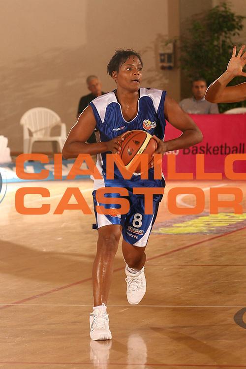 DESCRIZIONE : Cagliari Lega A1 Femminile 2006-07 Prima Giornata Trogylos Priolo Maddaloni Basket <br /> GIOCATORE : Campbell Edna <br /> SQUADRA : Maddaloni Basket <br /> EVENTO : Campionato Lega A1 2006-2007 Prima Giornata <br /> GARA : Trogylos Priolo Maddaloni Basket <br /> DATA : 08/10/2006 <br /> CATEGORIA : Passaggio <br /> SPORT : Pallacanestro <br /> AUTORE : Agenzia Ciamillo-Castoria/S.D'Errico