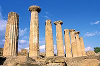 Italie. Sicile. Agrigento. Vallée des Temples. temple d'Hercule (Herakles). // Hercules (Herakles) Temple. Valley of temples. Agrigento. Sicily. Italy.