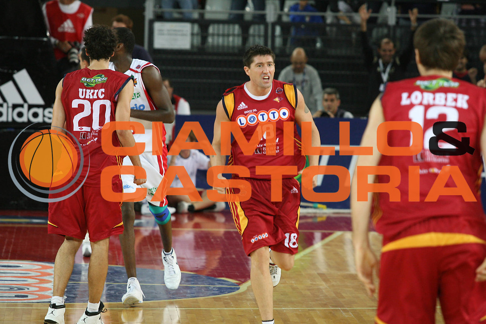 DESCRIZIONE : Roma Lega A1 2007-08 Lottomatica Virtus Roma Cimberio Varese<br /> GIOCATORE : Roberto Gabini<br /> SQUADRA : Lottomatica Virtus Roma<br /> EVENTO : Campionato Lega A1 2007-2008<br /> GARA : Lottomatica Virtus Roma Cimberio Varese<br /> DATA : 30/09/2007<br /> CATEGORIA :  esultanza<br /> SPORT : Pallacanestro<br /> AUTORE : Agenzia Ciamillo-Castoria/G.Ciamillo