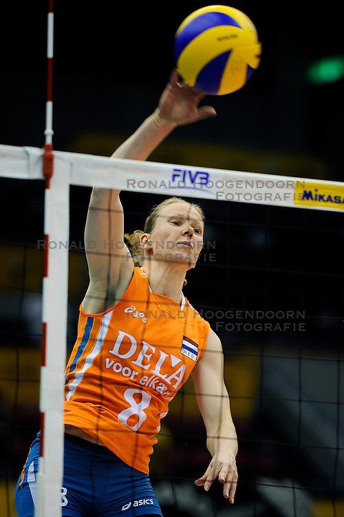 31-10-2010 VOLLEYBAL: WORLD CHAMPIONSHIP: BRAZIL - NNEDERLAND: HAMAMATSU<br /> Brazilie wint vrij eenvoudig van Nederland met 3-0 / Alice Blom<br /> &copy;2010-WWW.FOTOHOOGENDOORN.NL