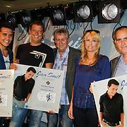 """NLD/Volendam/20120809 - CD presentatie en Gouden Plaaat Jan Smit """" Vrienden"""", Jan Smit, Aloys Buys, Jaap Buys en Alice Buys en Willem Harlaar"""