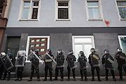 Frankfurt | 25 February 2017<br /> <br /> Am Samstag (25.02.2017) nahmen etwa 1000 Menschen in Frankfurt am Main an einer linksradikalen Demonstration unter dem Motto &quot;Make Racists Afraid Again&quot; Teil. Die Demo begann am S&uuml;dbahnhof in Frankfurt-Sachsenhausen und endete am Willy-Brandt-Platz. Organisiert wurde der Aufmarsch von dem B&uuml;ndnis &quot;Antifa United Frankfurt&quot;.<br /> Hier: Polizeibeamte bewachen im Wasserweg in Frankfurt-Sachsenhausen ein Geb&auml;ude, in dem sich ein B&uuml;ro der AfD befindet, die Polizei rechnete damit, dass das B&uuml;ro m&ouml;glicherweise angegriffen werden sollte.<br /> <br /> photo &copy; peter-juelich.com