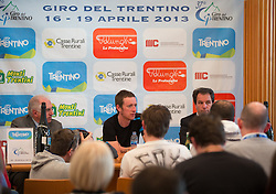 15.04.2013, Lieburg, Lienz, AUT, Giro del Trentino, Pressekonferenz, im Bild v.l. Giacomo Santini (Präsident Giro del Trentino), Bradley Wiggins, Franz Theuerl (Obmann TVB-Osttirol) // duringa press conference of the Giro del Trentino at the Lieburg, Lienz, Austria on 2013/04/15. EXPA Pictures © 2013, PhotoCredit: EXPA/ Johann Groder