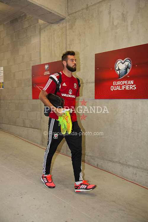 ANDORRA LA VELLA, ANDORRA - Tuesday, September 9, 2014: Wales' Joe Ledley arrives before the opening UEFA Euro 2016 qualifying match against Andorra at the Camp d'Esports del M.I. Consell General. (Pic by David Rawcliffe/Propaganda)