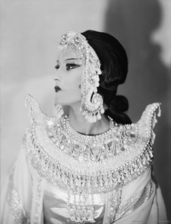 Elizabeth Nelvi (Mrs Edmondson Craig), artist and opera singer, c1925