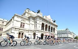 11.07.2010, AUT, 62. Österreich Rundfahrt, 8. Etappe, Podersdorf-Wien, im Bild das Feld an der Oper, EXPA Pictures © 2010, PhotoCredit: EXPA/ S. Zangrando / SPORTIDA PHOTO AGENCY