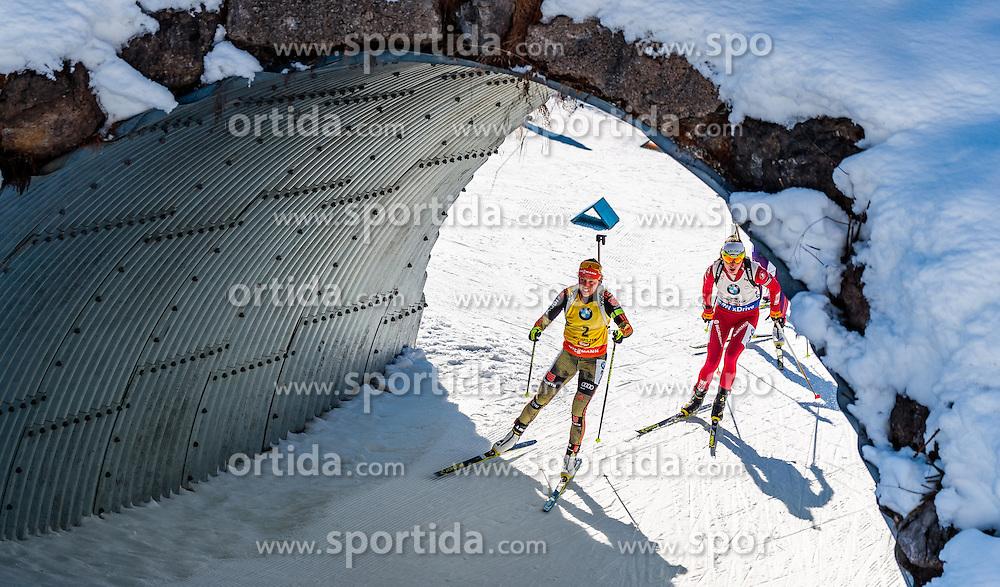 19.02.2017, Biathlonarena, Hochfilzen, AUT, IBU Weltmeisterschaften Biathlon, Hochfilzen 2017, Massenstart Damen, im Bild Laura Dahlmeier (GER), Darya Domracheva (BLR) // Laura Dahlmeier of Germany Darya Domracheva of Belarus during Womens Masstart of the IBU Biathlon World Championships at the Biathlonarena in Hochfilzen, Austria on 2017/02/19. EXPA Pictures © 2017, PhotoCredit: EXPA/ JFK