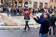 Roma 19 Febbraio 2015<br /> Hooligan olandesi  in Piazza di Spagna , dove si sono riuniti circa 500 tifosi olandesi del Feyenoord, in vista della partita che si svolger&agrave; stasera allo stadio Olimpico contro la Roma. <br /> Rome February 19, 2015<br /> Dutch hooligan in Piazza di Spagna, where gathered about 500 Dutch fans of Feyenoord, in view of the match that will take place tonight at the Olympic Stadium against Roma.