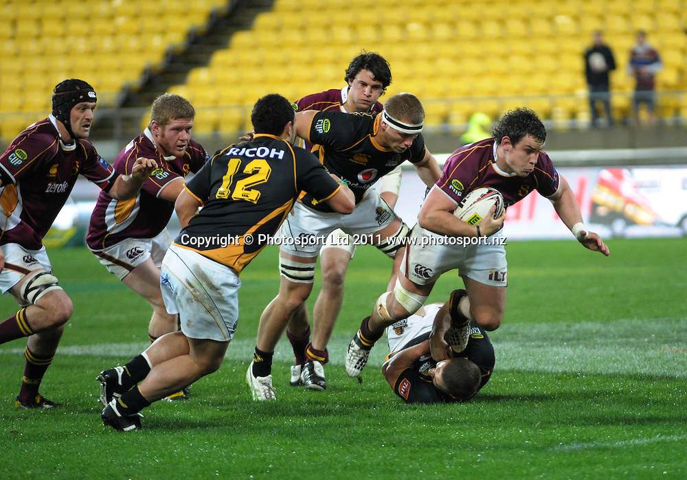 Southland's John Hardie takes the ball up. ITM Cup rugby union - Wellington Lions v Southland Stags at Westpac Stadium, Wellington, New Zealand on Thursday, 18 August 2011. Photo: Dave Lintott / photosport.co.nz
