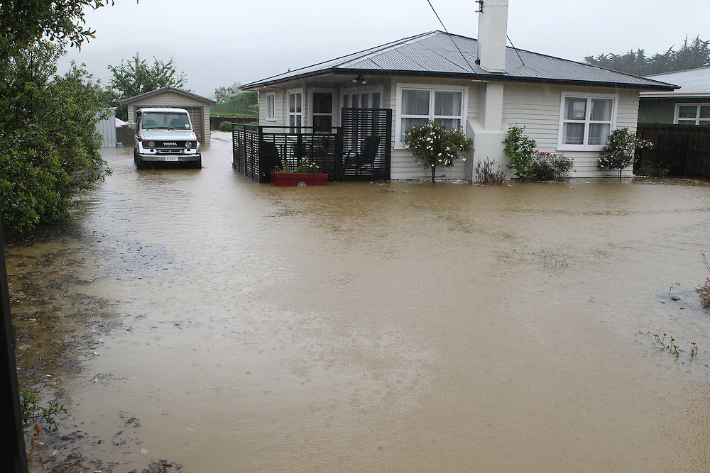 Flooding in Hope south of Richmond,  Nelson, New Zealand, Wednesday, December 14, 2011, New Zealand. Credit:SNPA / Blair Hall