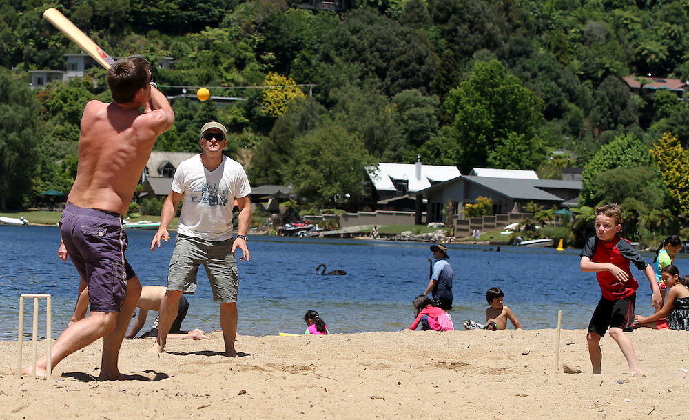 Families enjoy playing cricket and having a BBQ at Rotorua's lakes, Rotorua, New Zealannd, Saturday, January 1, 2011. Credit;SNPA / Peter Graney.