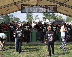 06.08.2010, Wacken Open Air 2010, Wacken, GER, 2.Tag beim 21.Heavy Metal Festival die Security bei der Einlasskontrolle aufs Festivalgelaende, EXPA Pictures © 2010, PhotoCredit: EXPA/ nph/  Kohring+++++ ATTENTION - OUT OF GER +++++ / SPORTIDA PHOTO AGENCY
