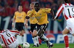 10-03-2005 VOETBAL: UEFA CUP: OLYMPIACOS PIREAUS-NEWCASTLE UNITED: ATHENE<br /> In een beladen wedstrijd wint Newcastle met 3-1 van het griekse Olympiacos - Amdy Faye<br /> &copy;2005-WWW.FOTOHOOGENDOORN.NL