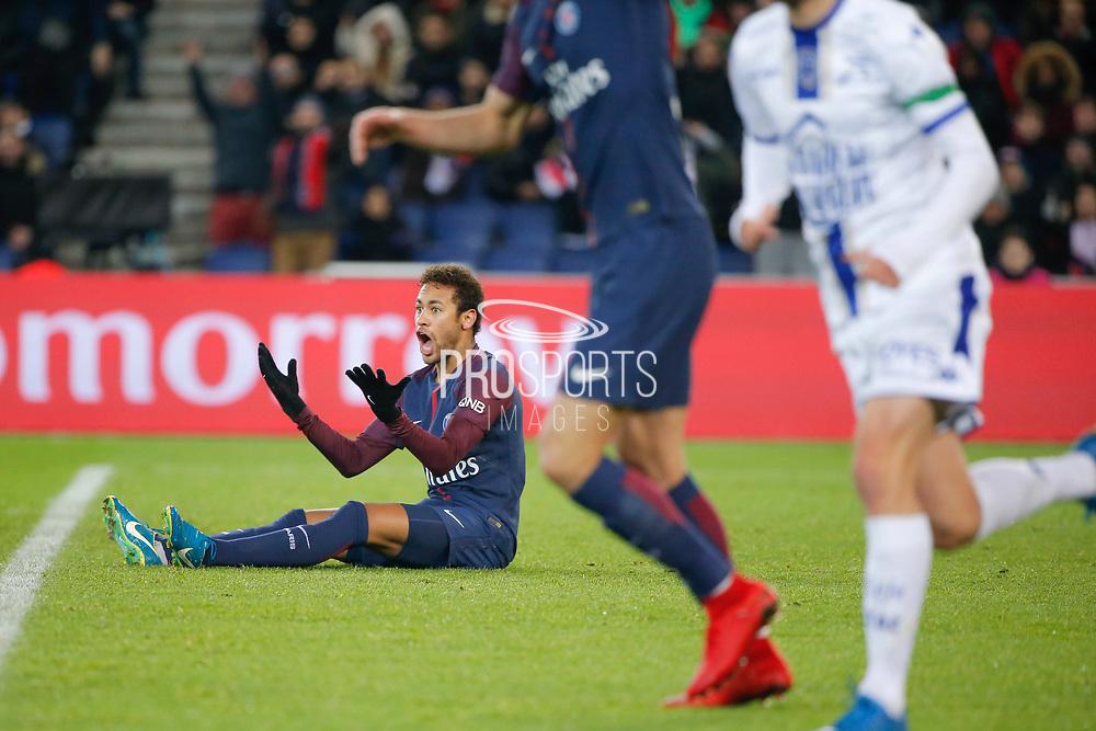 Neymar da Silva Santos Junior - Neymar Jr (PSG) on the floor during the French Championship Ligue 1 football match between Paris Saint-Germain and ESTAC Troyes on November 29, 2017 at Parc des Princes stadium in Paris, France - Photo Stephane Allaman / ProSportsImages / DPPI