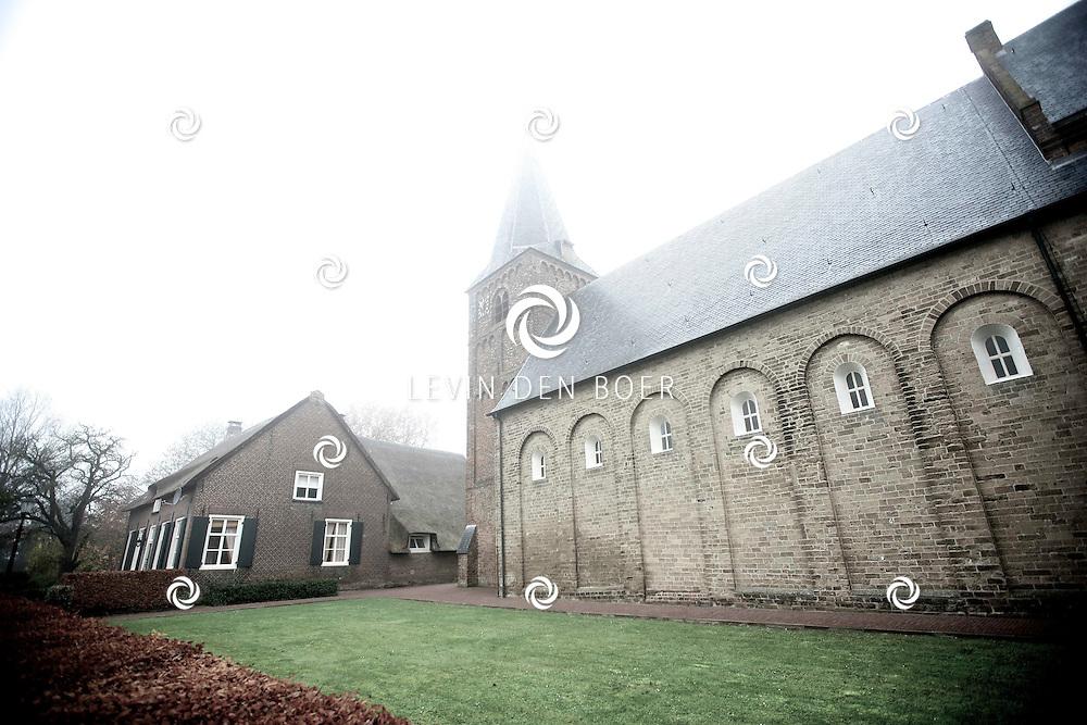 KERKWIJK - Een klein mistig plaatsje in Gelderland genaamd Kerkwijk. FOTO LEVIN DEN BOER - PERSFOTO.NU