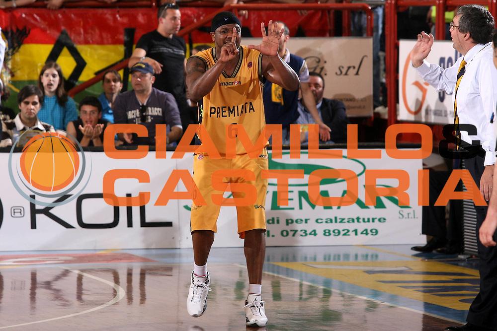 DESCRIZIONE : Porto San Giorgio Lega A1 2006-07 Premiata Montegranaro Montepaschi Siena <br /> GIOCATORE : Slay <br /> SQUADRA : Premiata Montegranaro <br /> EVENTO : Campionato Lega A1 2006-2007 <br /> GARA : Premiata Montegranaro Montepaschi Siena <br /> DATA : 29/04/2007 <br /> CATEGORIA : Esultanza <br /> SPORT : Pallacanestro <br /> AUTORE : Agenzia Ciamillo-Castoria/G.Ciamillo