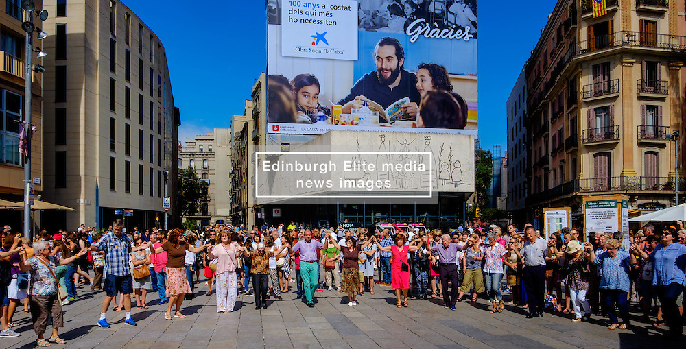 Catalans dancing a traditional dance  in the Palau de la Generalitat de Catalunya near Barcelona Cathedral<br /> <br /> (c) Andrew Wilson | Edinburgh Elite media