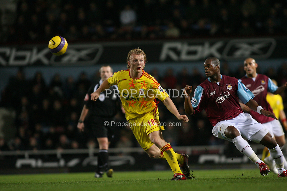 London, England - Tuesday, January 30, 2007: Liverpool's Dirk Kuyt and West Ham United's Marlon Harewood during the Premiership match at Upton Park. (Pic by Chris Ratcliffe/Propaganda)