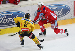 14.04.2019, Albert Schultz Halle, Wien, AUT, EBEL, Vienna Capitals vs EC KAC, Finale, 1. Spiel, im Bild v.l. Rafael Rotter (spusu Vienna Capitals) und Nicholas Eric Petersen (EC KAC) // during the Erste Bank Icehockey 1st final match between Vienna Capitals and EC KAC at the Albert Schultz Halle in Wien, Austria on 2019/04/14. EXPA Pictures © 2019, PhotoCredit: EXPA/ Thomas Haumer