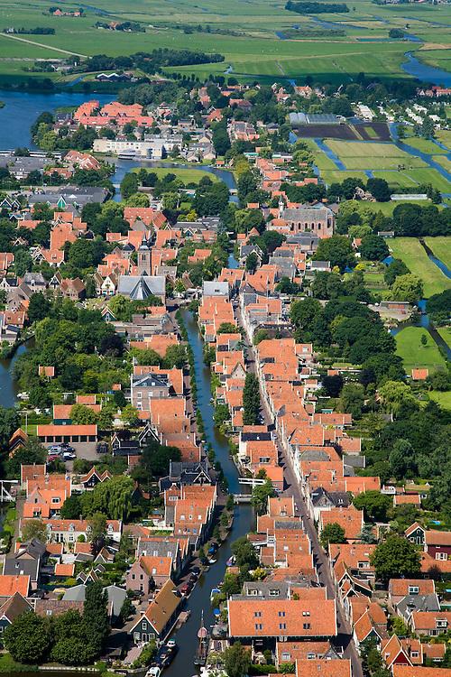 Nederland, Noord-Holland, Graft-de Rijp, 14-07-2008; Rode pannendaken van beschermd dorpsgezicht van De Rijp (meer naar boven, na bocht in het water, het dorpje Graft); dakpannen, huisjes, huisje, dorp. .luchtfoto (toeslag); aerial photo (additional fee required); .foto Siebe Swart / photo Siebe Swart