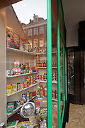 old style grocery shop window display Amsterdam, Eerste van der Helst straat