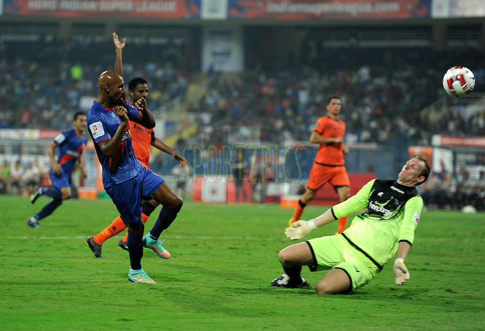 Kristof Van Hout of Delhi Dynamos FC and Nicolas Anelka of Mumbai City FC during match 22 of the Hero Indian Super League between Mumbai City FC and Delhi Dynamos FC City held at the D.Y. Patil Stadium, Navi Mumbai, India on the 5th November.<br /> <br /> Photo by:  Pal Pillai/ ISL/ SPORTZPICS