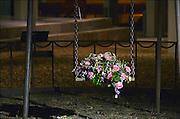 Nederland, Nijmegen, 11-2-2015Monument de schommel ter herdenking van het bombardement op Nijmegen dat hier per vergissing door de amerikanen 70 jaar geleden plaatsvond. Het gedenken gebeurt elk jaar op de plek waar destijds een kleuterschool, school stond die getroffen werd en waarbij veel kinderen de dood vonden. Het herdenkingsmonument is een schommel naast de bomen die op die plek stonden. Het Bombardement op 22 februari 1944 is in termen van aantal slachtoffers na Rotterdam het ergste bombardementen op een Nederlandse stad tijdens de Tweede Wereldoorlog. Bijna 800 mensen kwamen om het leven, maar waarschijnlijk ligt het aantal doden hoger, omdat onderduikers niet meegeteld konden worden. Een groot deel van de historische binnenstad werd door Amerikaanse bommen verwoest.Er ligt hier ook een luisterkei van de Liberation route.Foto: Flip Franssen/Hollandse Hoogte