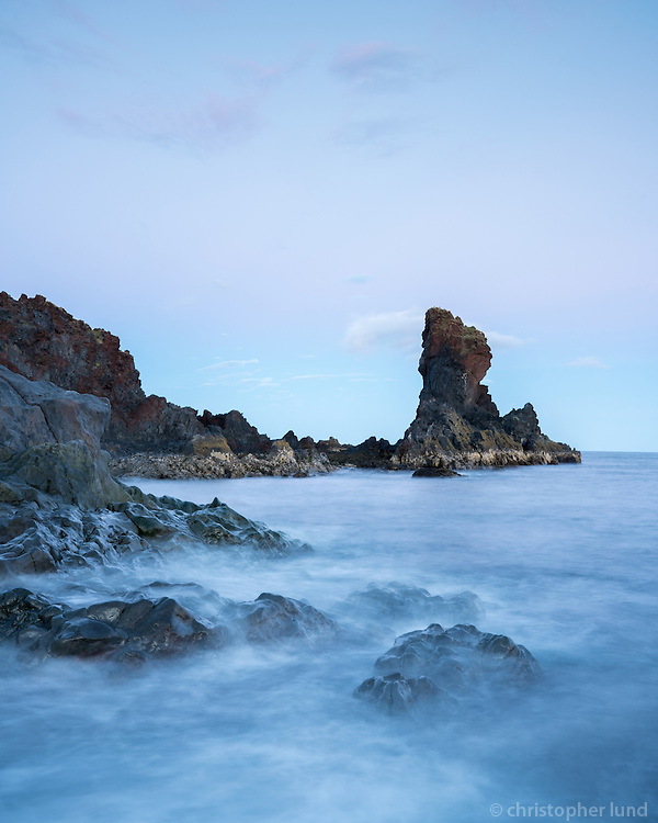 Kerling stack at Djúpalón shore, Snæfellsnes Peninsula, West Iceland.