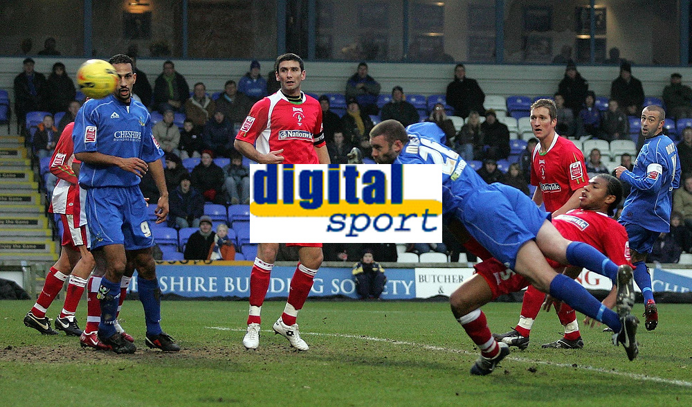 Photo: Paul Thomas.<br /> Macclesfield Town v Swindon Town. Coca Cola League 2. 23/12/2006.<br /> <br /> John Murphy (26) dives into score while his team-mates and Swindon watch.