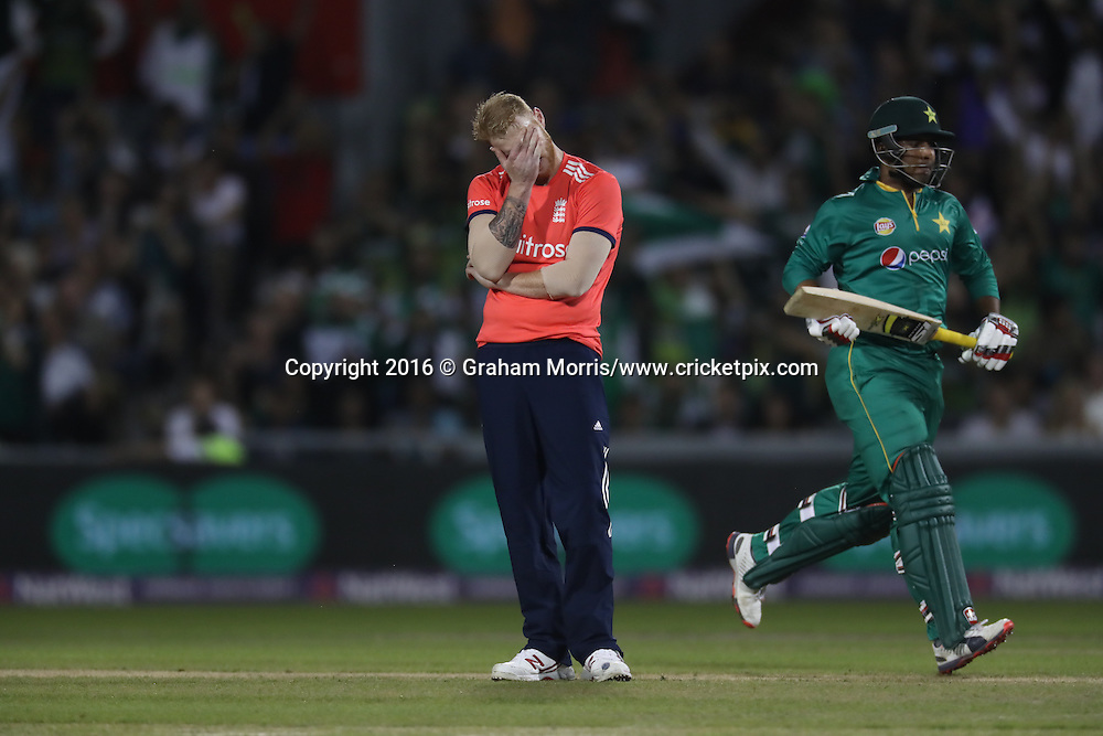 Ben Stokes head in hand in frustration as Sharjeel Khan runs.<br /> England v Pakistan, only T20 at Manchester, England. 7 September 2016.<br /> Pakistan won by 9 wickets (with 31 balls remaining).<br /> Copyright photo: Graham Morris / www.photosport.nz