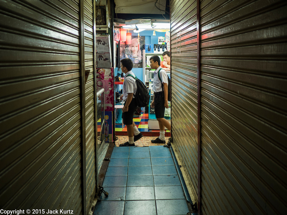 29 SEPTEMBER 2015 - BANGKOK, THAILAND:  Closed shops and people in Saphan Lek market in Bangkok. Street vendors and illegal market vendors in the Saphan Lek area will be removed in the next two weeks as a part of an urban renewal project coordinated by the Bangkok Metropolitan Administration. About 500 vendors along Damrongsathit Bridge, popularly known as Saphan Lek, have 15 days to relocate. Vendors who don't move will be evicted. Saphan Lek is just one of several markets and street vending areas being closed in Bangkok this year. The market is known for toy and replica guns, bootleg and pirated DVDs and CDs and electronic toys.     PHOTO BY JACK KURTZ