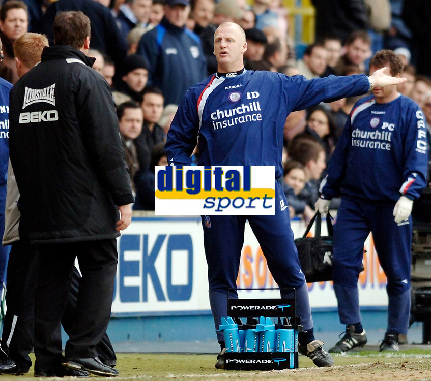 Photo: Daniel Hambury.<br />Millwall FC v Crystal Palace. Coca Cola Championship. 18/02/2006.<br />Palace's manager Iain Dowie shouts at Millwall's David Tuttle.
