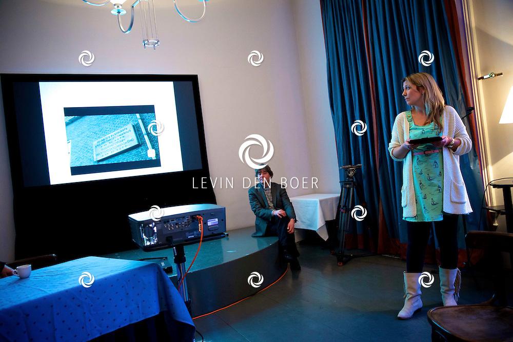 UTRECHT - Perspresentatie van een nieuw tv programma 'Hier zijn de Van Rossems'. Met hier op de foto  Jorien van Dam, zij is de bedenker van een nieuwe app genaamd 'NTR Routes' die te downloaden is voor zowel de iPhone als voor Android. FOTO LEVIN DEN BOER - PERSFOTO.NU