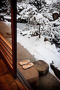 (En) January 2010 - Koyasan, Japan. Snowy garden of the Rengejo-In temple. (Fr) Janvier 2010 - Koyasan, Japon. Au temple Rengejo-in, le jardin enneige.