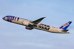 © London News Pictures. 18/12/2015. gatwick, UK. The Star Wars R2-D2 branded Boeing 787 Dreamliner departs London Gatwick Airport (LGW) this morning to head back to Los Angeles following its stay for the UK première of STAR WARS: The Force Awakens. Photo credit: Ian Schofield/LNP