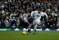 Photo: Andrew Unwin.<br />Leeds United v Cardiff City. Coca Cola Championship.<br />10/12/2005.<br />Cardiff's Liam Miller (L) is challenged by Leeds' Sean Gregan (R).