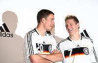FUSSBALL   INTERNATIONAL   SAISON 2007/2008  DFB und Adidas praesentieren das neue EM Trikot zur Europameisterschaft 2008 am in Hannover Models und Lukas PODOLSKI (li) und Bastian SCHWEINSTEIGER (re) posieren im neuen Trikot