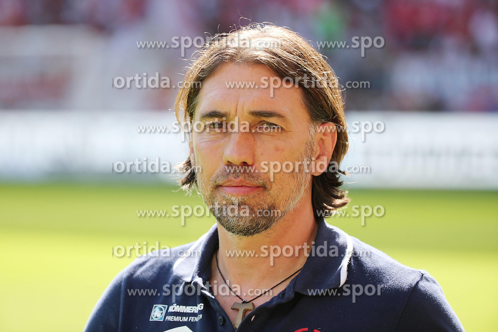 29.08.2015, Coface Arena, Mainz, GER, 1. FBL, 1. FSV Mainz 05 vs Hannover 96, 3. Runde, im Bild v.l.: Mainz-Trainer Martin Schmidt // during the German Bundesliga 3rd round match between 1. FSV Mainz 05 and Hannover 96 at the Coface Arena in Mainz, Germany on 2015/08/29. EXPA Pictures &copy; 2015, PhotoCredit: EXPA/ Eibner-Pressefoto/ Neurohr<br /> <br /> *****ATTENTION - OUT of GER*****