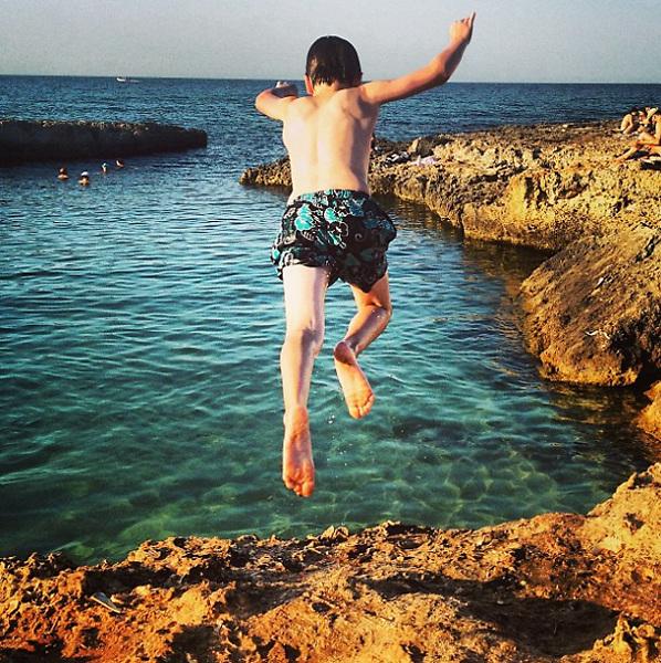 Ostuni 2015, child jumping into the sea.
