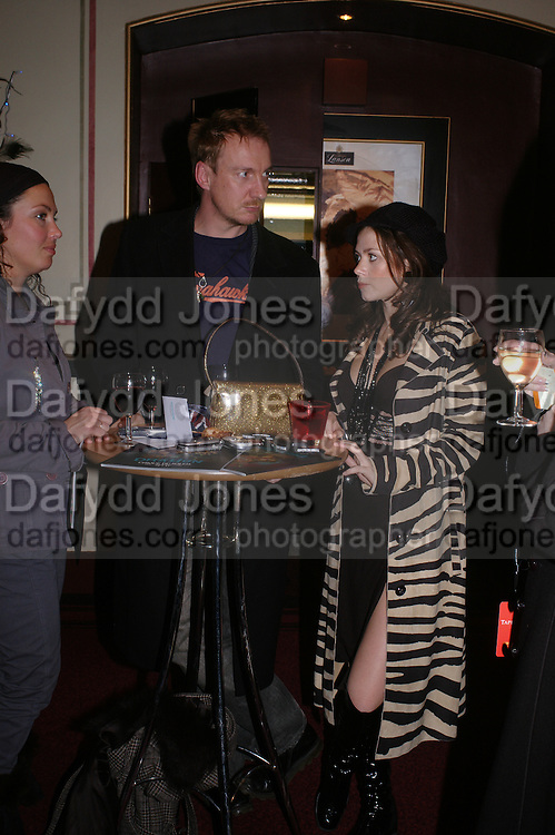 David Thewlis and Anna Friel, Opening night of Dralion. Cirque de Soleil's 20th anniversary. Royal Albert Hall. 6 jan 2005. ONE TIME USE ONLY - DO NOT ARCHIVE  © Copyright Photograph by Dafydd Jones 66 Stockwell Park Rd. London SW9 0DA Tel 020 7733 0108 www.dafjones.com