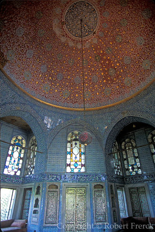 TURKEY, ISTANBUL Topkapi Palace, in the Harem; the Baghdad Pavilion, the Sultan's 17thC. reading room