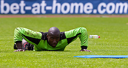 23.05.2010, AUT, FIFA Worldcup Vorbereitung, Training Kamerun im Bild Guy Roland Ndy Assembe, Torhüter, Nationalteam Kamerun (Valenciennes) vor eine bet-at-home Werbebande, EXPA Pictures © 2010, PhotoCredit: EXPA/ J. Feichter / SPORTIDA PHOTO AGENCY