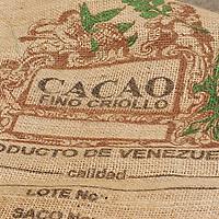 Bolsa de cacao en el pueblo de Chuao, Edo. Aragua, Venezuela