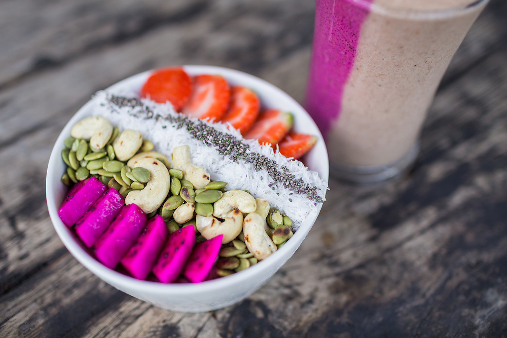 Hipstar Acai Bowl and TooGood4U drink.