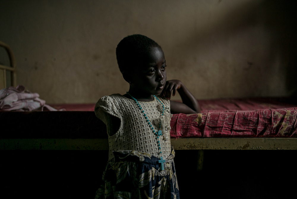 ITURI PROVINCE, THE DEMOCRATIC REPUBLIC OF CONGO<br /> <br /> An outbreak of ethnic violence between the Hema and Lendu communities broke out in the region in the last few months killing at least 263 people and displacing nearly 400,000 people.<br /> <br /> UNHCR expects 200,000 refugees to reach Uganda from Ituri this year, stretching limited humanitarian resources.<br /> <br /> Open warfare between the two communities from 1999-2007 is estimated to have killed some 50,000 people in one of the bloodiest chapters of a civil war in eastern Congo that left millions dead from conflict, hunger and disease.