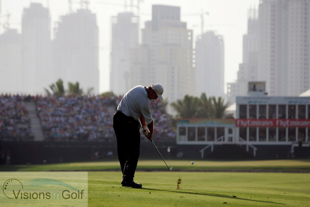 Ernie Els hits over the water on the 18th, Dubai Desert Classic, Emirates GC, UAE. 5th February 2006, day 4.<br /> Mandatory Photo Credit: Mark Newcombe / visionsingolf.com